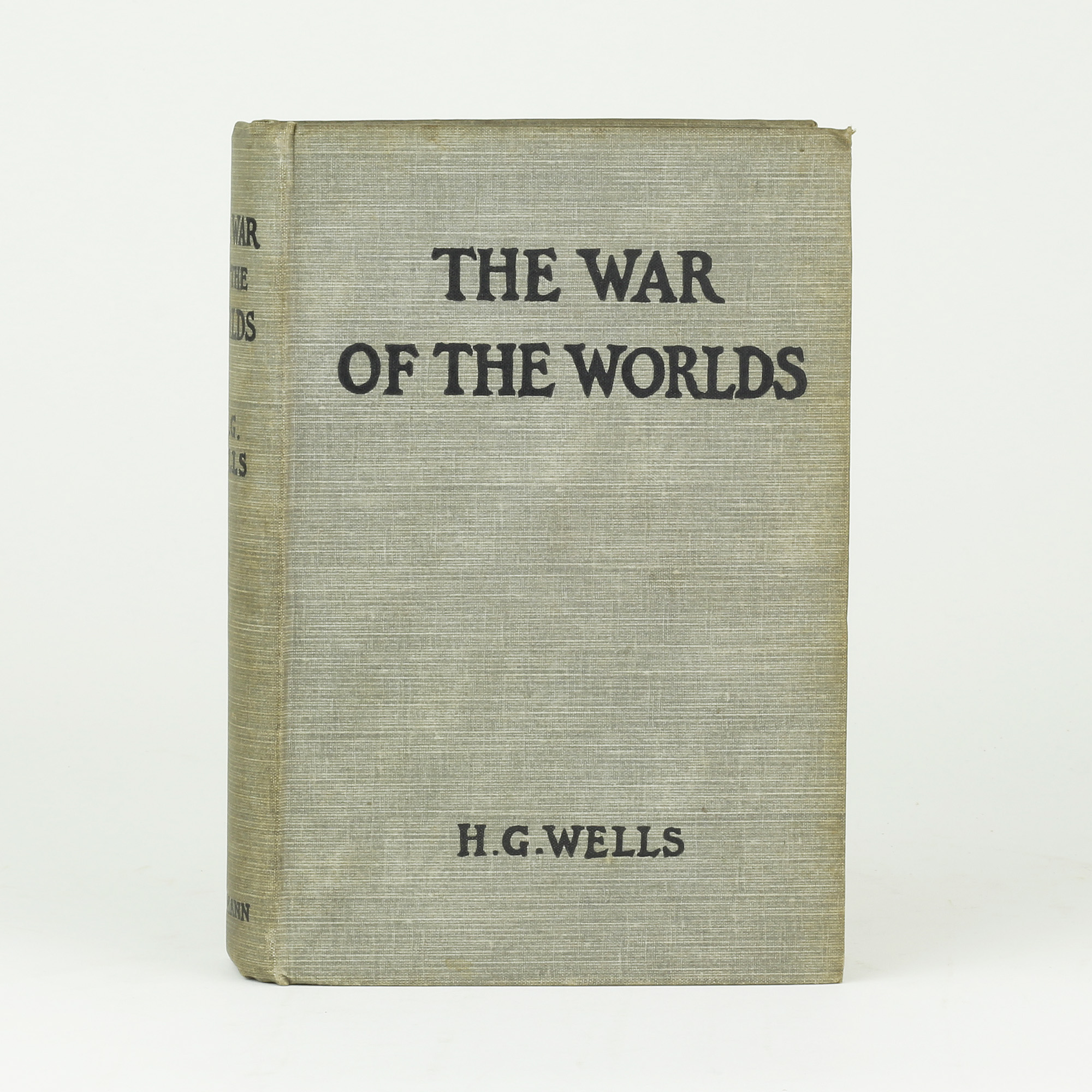 war of the worlds by h g The war of the worlds by hg wells was written more than a century ago and  went on to become an iconic work in the science fiction genre, spawning a whole .